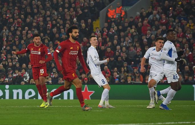 Thần tài tỏa sáng, Liverpool lên ngôi đầu bảng Champions League - Ảnh 5.