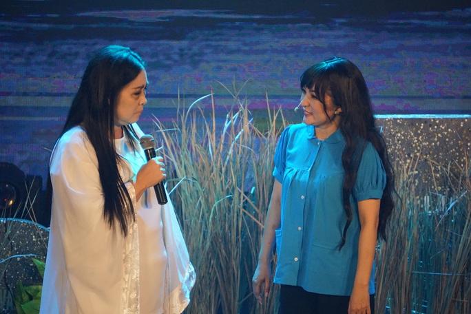NSND Hồng Vân hóa thân hồn ma nghệ sĩ trong live show Thúy Nga - Ảnh 1.