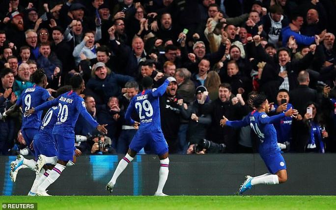 Sao trẻ Abraham quyết ghi bàn, Chelsea mơ soán ngôi Man City - Ảnh 5.