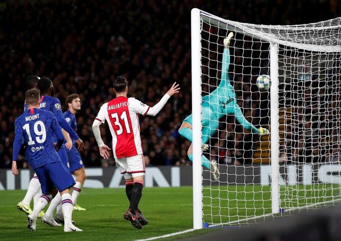 Trọng tài xuống tay 2 thẻ đỏ, Chelsea cầm hòa Ajax 8 bàn thắng - Ảnh 2.
