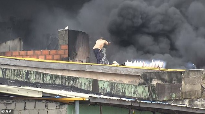 Một mình một xô nước...cứu nhà 5 tầng cháy ngùn ngụt - Ảnh 3.