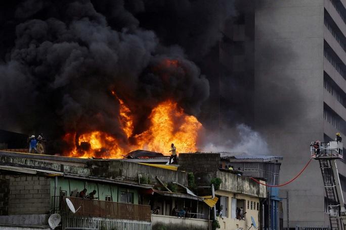 Một mình một xô nước...cứu nhà 5 tầng cháy ngùn ngụt - Ảnh 6.