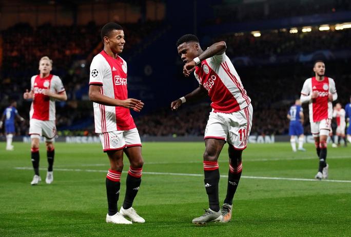 Cận cảnh 2 thẻ đỏ trong 55 giây của Ajax, Chelsea được trọng tài ưu ái? - Ảnh 2.