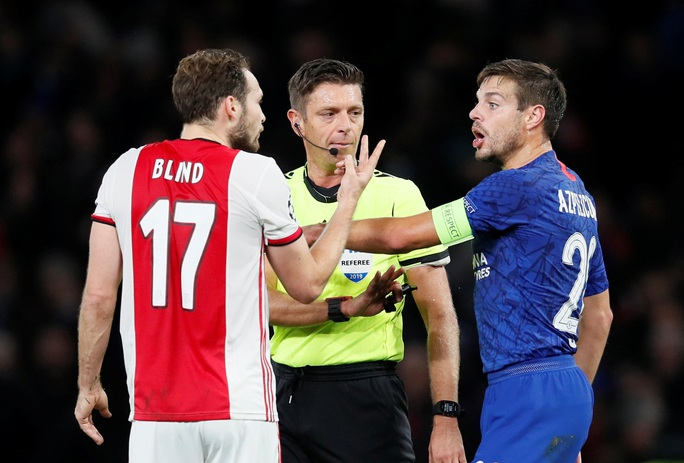 Cận cảnh 2 thẻ đỏ trong 55 giây của Ajax, Chelsea được trọng tài ưu ái? - Ảnh 7.