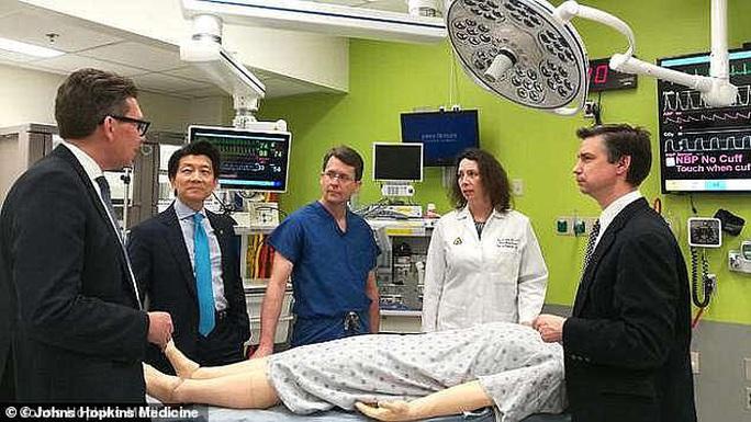Ca ghép của quý chiếm trọn 14 giờ của 36 chuyên gia y tế Mỹ - Ảnh 3.