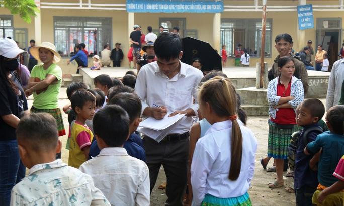 Trẻ đối diện nguy cơ thất học vì thiếu giáo viên - Ảnh 1.