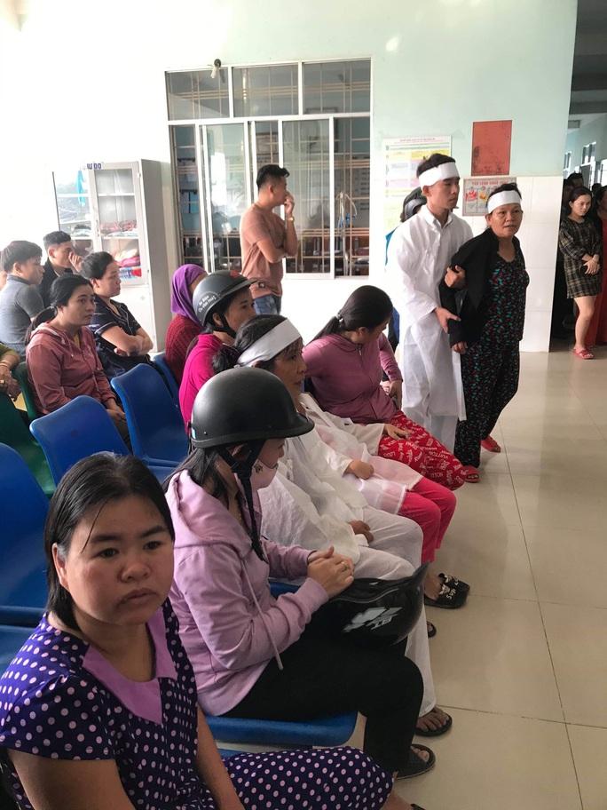 Vụ thanh niên  đột tử, người nhà mang áo tang tới bệnh viên: Bệnh viện hứa lo phí mai táng - Ảnh 2.