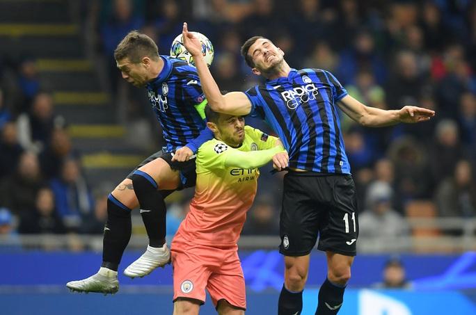 Sử dụng 3 thủ môn, Man City lần đầu mất điểm tại Champions League - Ảnh 1.
