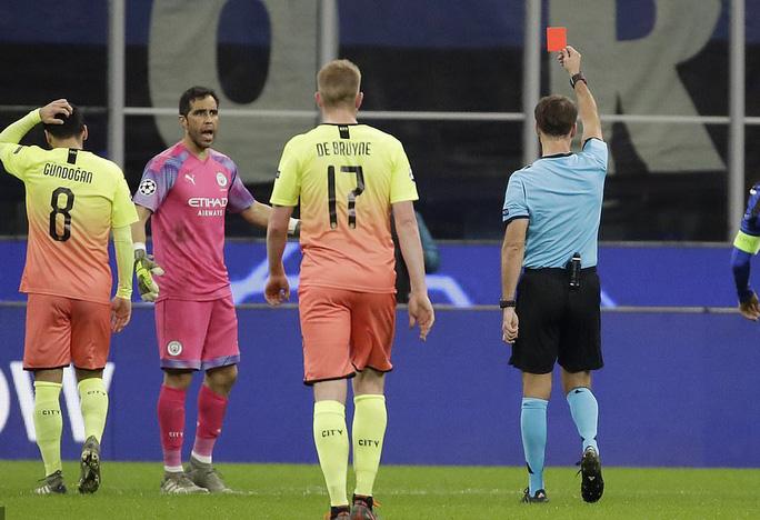 Sử dụng 3 thủ môn, Man City lần đầu mất điểm tại Champions League - Ảnh 7.