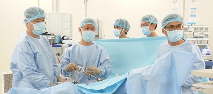 Bị ợ chua, đến bệnh viện mất 20 cm đại tràng - Ảnh 1.