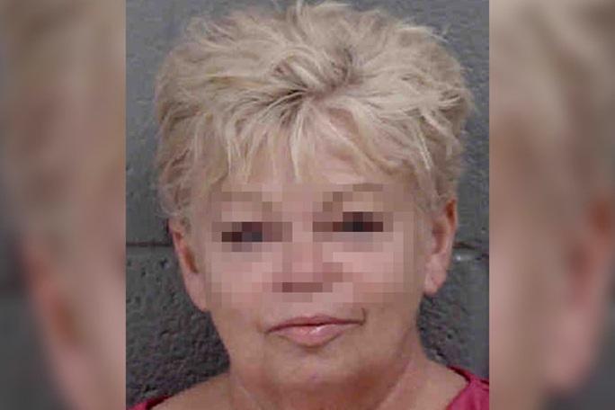 Cô giáo 63 tuổi tử vong sau khi bị cáo buộc quan hệ tình dục với học sinh - Ảnh 1.