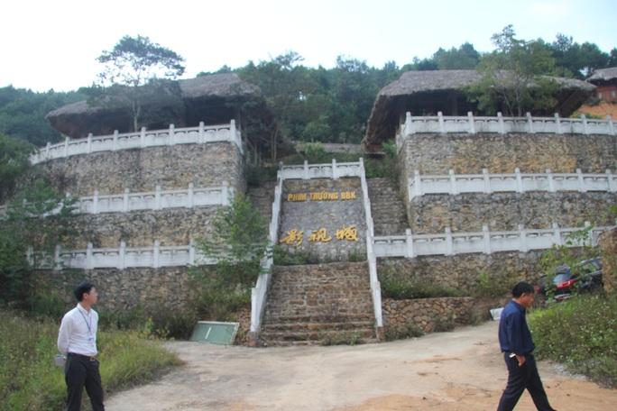 Cận cảnh công trình bí mật trên núi ở Lạng Sơn nghi là phim trường của nhóm người Trung Quốc - Ảnh 2.