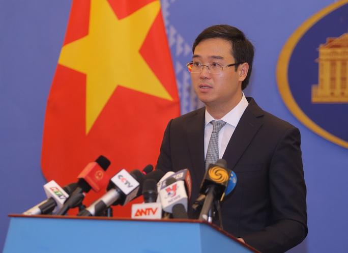 Phó phát ngôn trả lời câu hỏi bao giờ Việt Nam kiện Trung Quốc? - Ảnh 1.