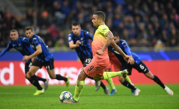 Dùng hậu vệ làm thủ môn, Man City lần đầu mất điểm tại Champions League - Ảnh 3.