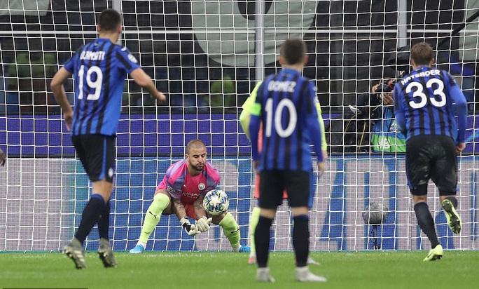 Dùng hậu vệ làm thủ môn, Man City lần đầu mất điểm tại Champions League - Ảnh 8.