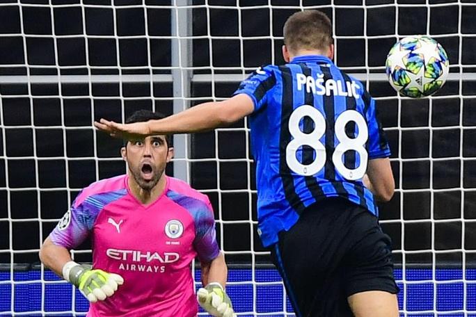 Sử dụng 3 thủ môn, Man City lần đầu mất điểm tại Champions League - Ảnh 4.