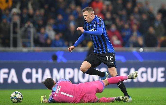 Dùng hậu vệ làm thủ môn, Man City lần đầu mất điểm tại Champions League - Ảnh 6.