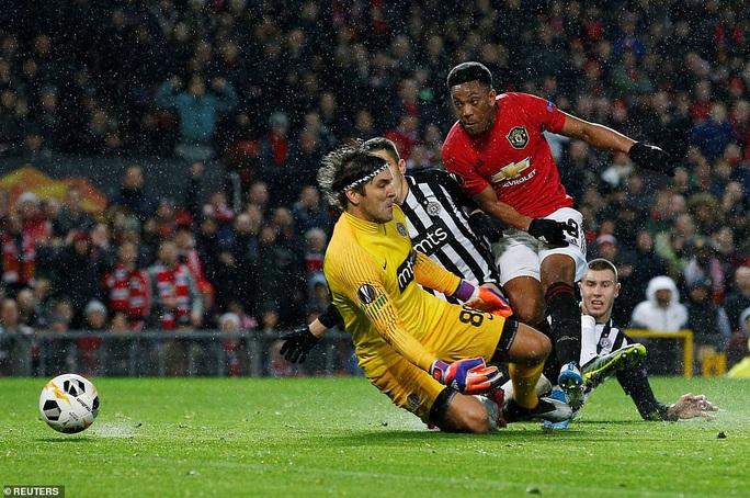 Tam phong M-A-M lập công, Man United đại thắng Europa League - Ảnh 5.