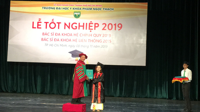 100% tân bác sĩ tốt nghiệp Trường ĐH Y Khoa Phạm Ngọc Thạch được phân công nhiệm sở - Ảnh 1.