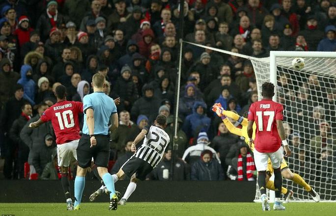 Tam phong M-A-M lập công, Man United đại thắng Europa League - Ảnh 6.