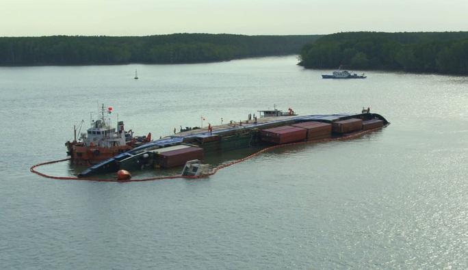 Tối thiểu gần 1 tháng nữa mới đưa được tàu chìm tại Cần Giờ vào bờ - Ảnh 2.