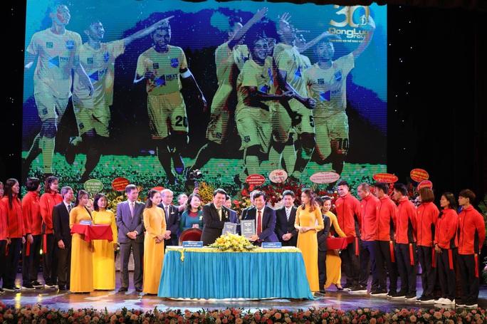 U22 Việt Nam và đoàn thể thao Việt Nam nhận quà đặc biệt trước ngày dự SEA Games 2019 - Ảnh 2.