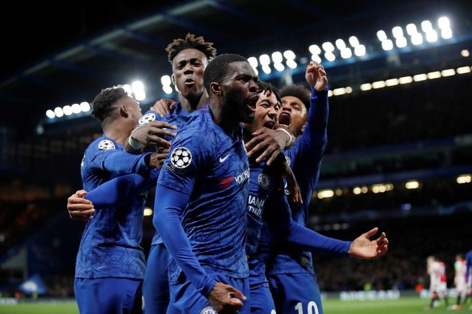 Sao trẻ Abraham quyết ghi bàn, Chelsea mơ soán ngôi Man City - Ảnh 1.