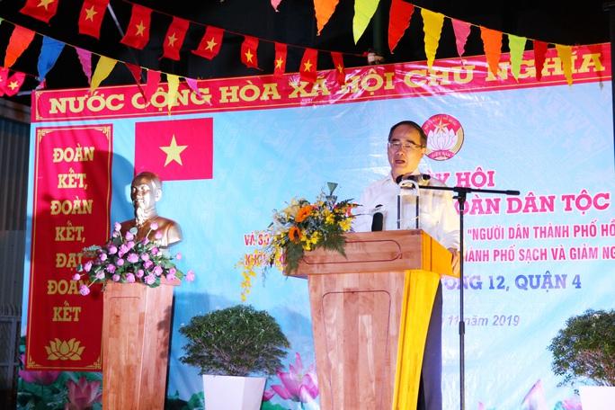 Bí thư Nguyễn Thiện Nhân dự ngày hội đại đoàn kết toàn dân tộc ở quận 4 - Ảnh 1.