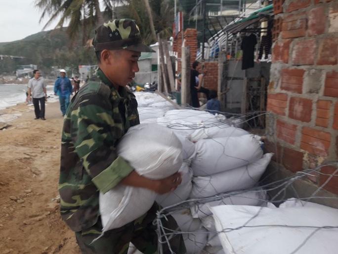 Bình Định là trung tâm bão số 6 nên không được chủ quan - Ảnh 2.