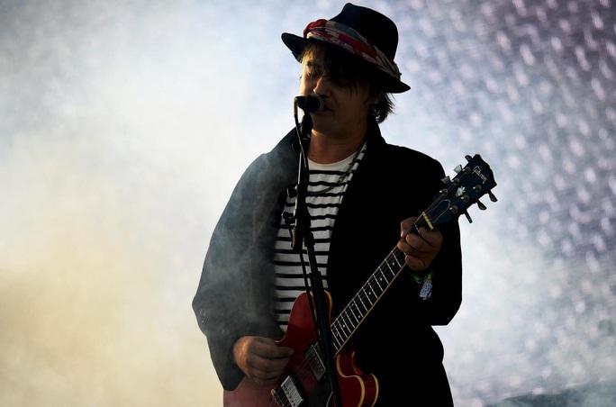 Rocker Pete Doherty bị bắt giữ vì mua ma túy - Ảnh 1.
