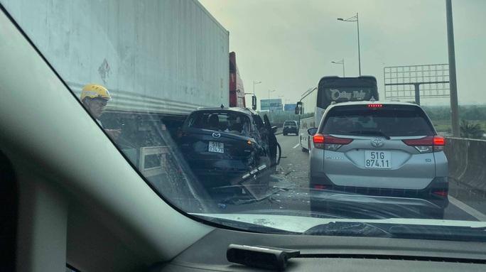 Tai nạn liên hoàn giữa 4 ôtô, cao tốc TP HCM - Long Thành - Dầu Giây kẹt cứng - Ảnh 1.