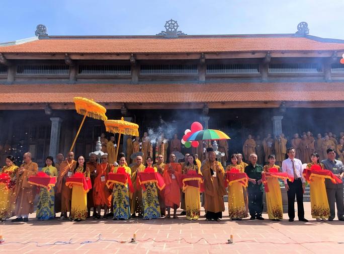 Hàng ngàn người đội nắng dự khánh thành Thiền viện Trúc Lâm Bạc Liêu - Ảnh 2.