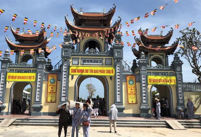 Hàng ngàn người đội nắng dự khánh thành Thiền viện Trúc Lâm Bạc Liêu - Ảnh 1.