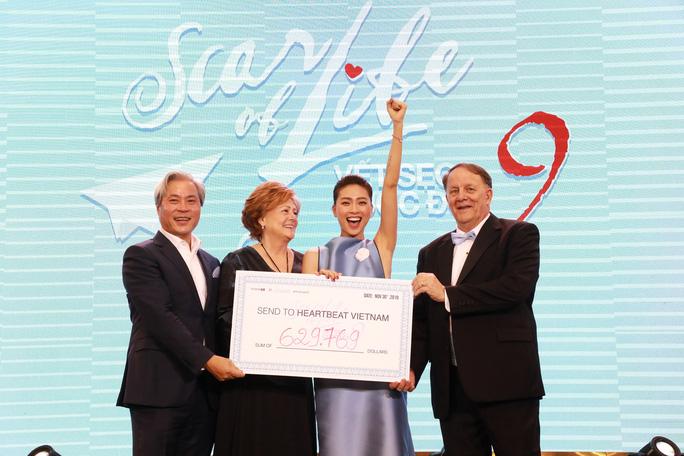 cam xuc vo oa cua ngo thanh van 1575167004377653314644 Ngô Thanh Vân cùng ekip Vết sẹo cuộc đời quyên góp được hơn 14.5 tỷ, giúp trẻ em bệnh tim bẩm sinh