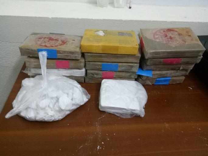 Sự trùng hợp giữa xác cô gái mất đầu và 25 bánh heroin chữ Trung Quốc - Ảnh 3.