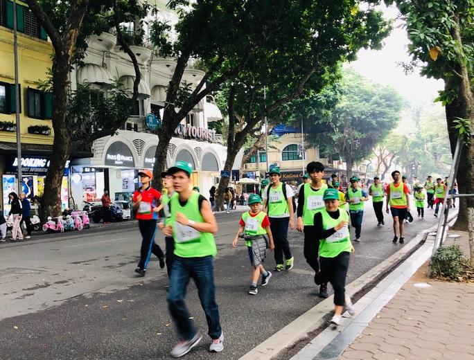 Bác sĩ và người dân hào hứng chạy bộ vì người bệnh Parkinson - Ảnh 2.