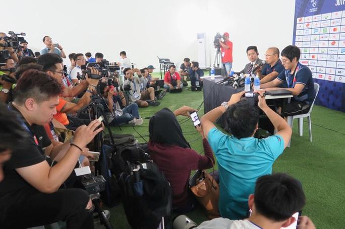 HLV Park Hang-seo từ chối bình luận về bàn thua của thủ môn Tiến Dũng - Ảnh 1.