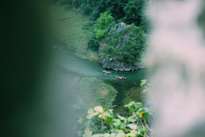 Đến hang Múa, ngắm non nước hữu tình ở lưng chừng trời - Ảnh 6.