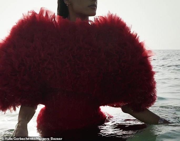 Siêu mẫu Alessandra Ambrosio tung loạt ảnh cứu hành tinh - Ảnh 6.