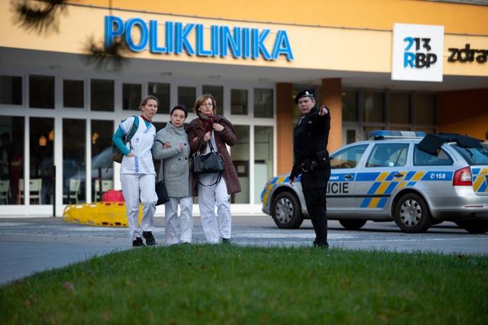 Xông vào bệnh viện bắn chết 6 người rồi tự sát - Ảnh 2.