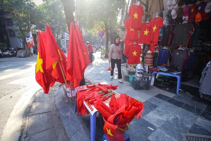 Màu cờ sắc áo đã tràn ngập khắp phố trước trận chung kết SEA Games 30 - Ảnh 3.