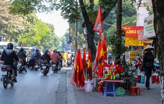 Màu cờ sắc áo đã tràn ngập khắp phố trước trận chung kết SEA Games 30 - Ảnh 5.
