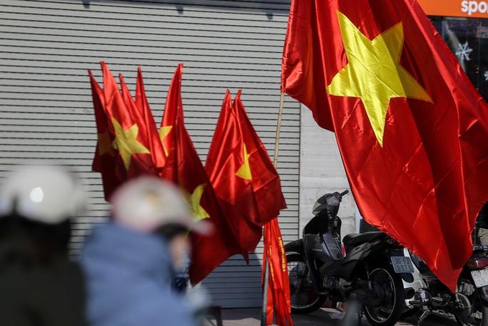 Màu cờ sắc áo đã tràn ngập khắp phố trước trận chung kết SEA Games 30 - Ảnh 6.