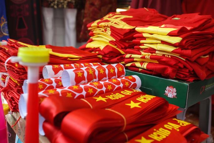 Màu cờ sắc áo đã tràn ngập khắp phố trước trận chung kết SEA Games 30 - Ảnh 8.