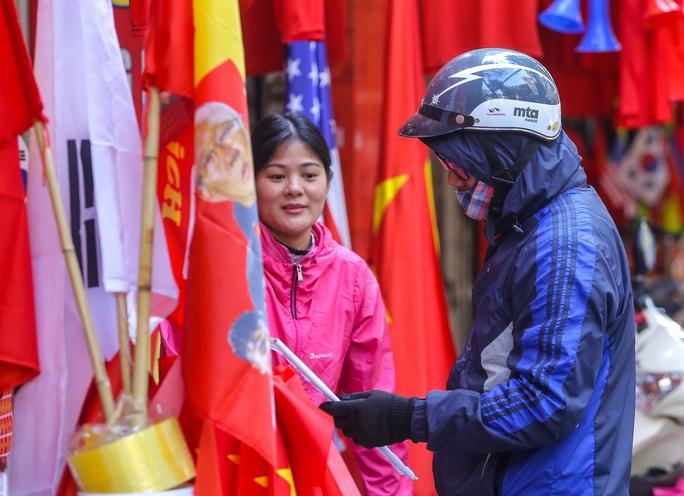 Màu cờ sắc áo đã tràn ngập khắp phố trước trận chung kết SEA Games 30 - Ảnh 14.