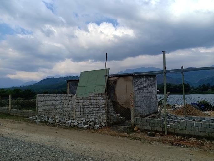 Hàng loạt căn nhà ma xây dựng trái phép để đón đầu dự án 643 tỉ đồng - Ảnh 2.
