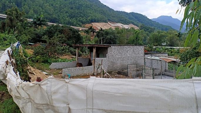 Hàng loạt căn nhà ma xây dựng trái phép để đón đầu dự án 643 tỉ đồng - Ảnh 4.
