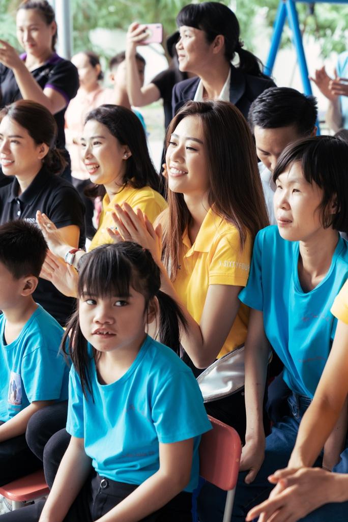 Hoa hậu Khánh Vân lần đầu xuất hiện sau đăng quang - Ảnh 5.
