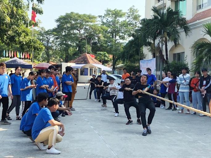 Sôi nổi Hội thao Sinh viên Trường Cao đẳng kinh tế TP HCM  - Ảnh 2.