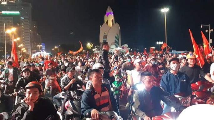 Triệu người vui mừng tột độ, hô vang Việt Nam vô địch! - Ảnh 9.